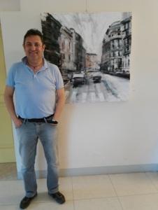 Alfredo Pini con una sua opera