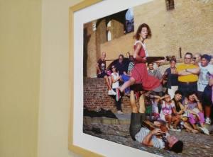 Una delle foto in mostra
