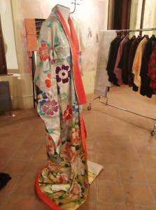Uno dei kimono originali in mostra a Palazzo della Racchetta