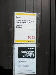 Il cartello sulle Poste di Montesanto