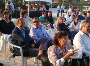 Gianfranco Fini a Mirabello mentre segue il dibattito sull'unità della destra italiana