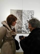 Daniela Carletti (davanti alla sua opera) con Paolo Volta