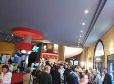 L'atrio del Cinema Apollo durante la prima proiezione