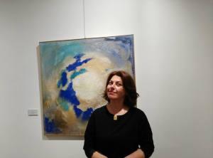 Sima Shafti con un'opera a Cloister
