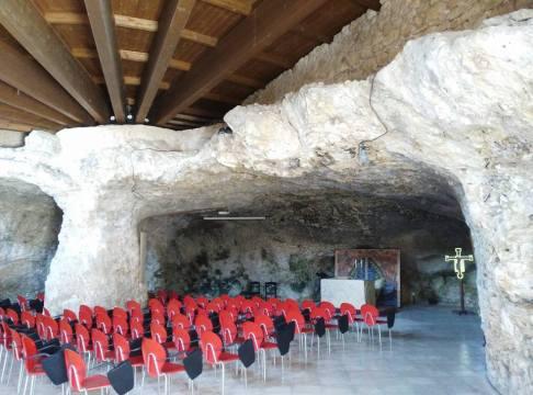 Pulsano (chiesa nella grotta)